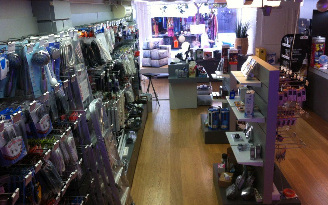 La botiga de material elèctric integrada a Plaça Sant Roc 3 … ja no som a Gràcia, 9!